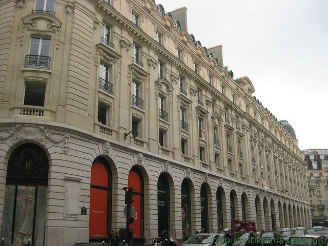 Du nouveau rue du bac ouverture monoprix bompard etc critik paris - Poltrona frau rue du bac ...