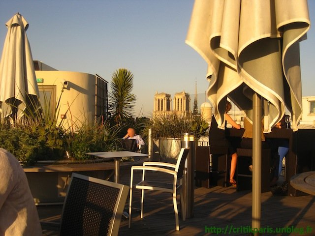 Critique : Rooftop 43, Holiday Inn Odéon. Plus belle vue de Paris. dans Bars & Cafés Rooftop-43-Holiday-Inn-1