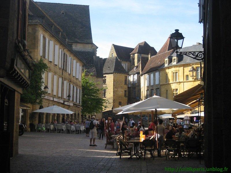 Critique : Auberge des Lys d'Or. Sarlat. Restaurants, pièges à touristes. dans Restaurants Auberge-des-Lys-Sarlat-1