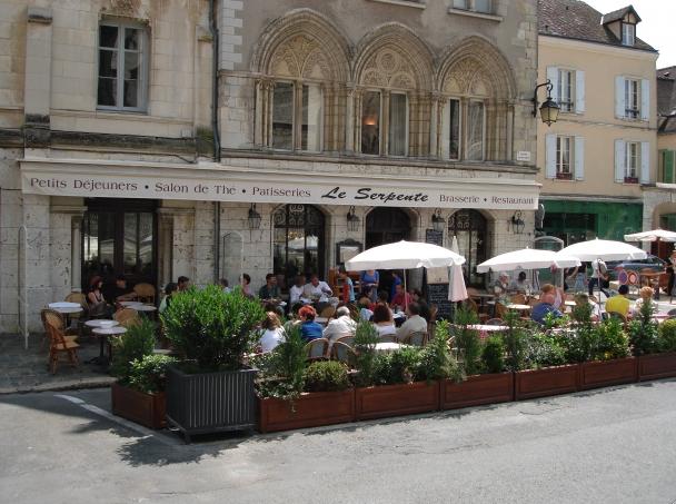 Critique : Café Serpente. Chartres cathédrale. Lorsque le vilain canard devient princesse. dans Coups de coeur Serpente-Chartres