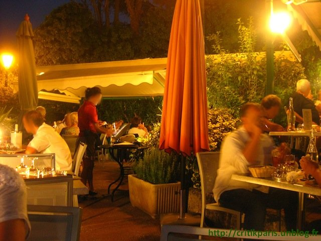 Critique la brasserie saint raphael patio jardin for Resto avec jardin paris