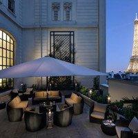 Critique : Terrasse estivale du Shangri La. Bar & Tour Eiffel.
