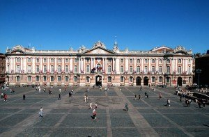 PCUMID031FS000A3_1_Capitole1